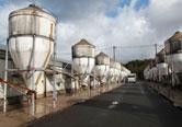 離乳農場の飼料サイロ